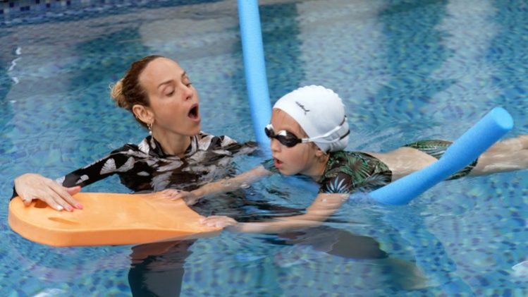 Teach your child to swim - step-by-step guide